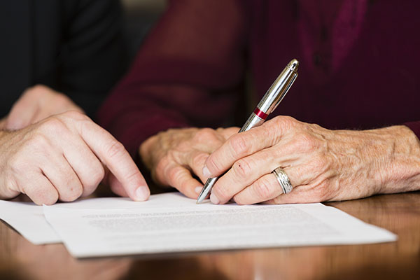 Seniors are Prompted to Change Their Living Wills Due to COVID-19 Concerns