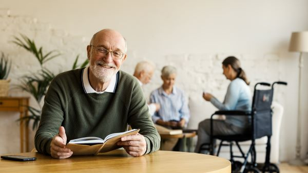 Consider These 6 Factors Before Moving Your Parents to an Assisted Living Facility
